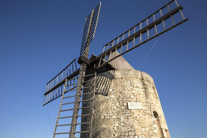 Fig. 4 : Moulin à vent de Daudet, Fontvieille, 1814 – Source : Gilles Lagnel, Pixabay