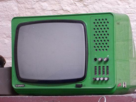 Fig. 2 : Ancien téléviseur – Source: Tomasz Mikołajczyk, Pixabay