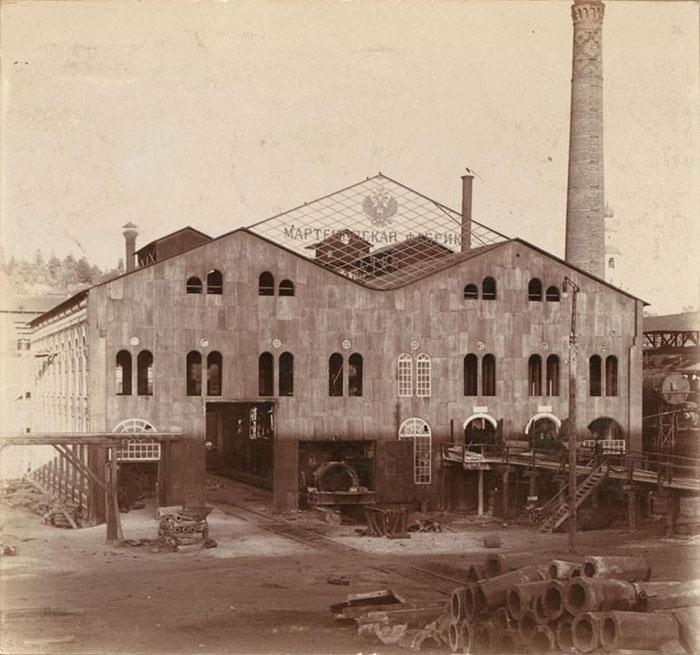 Fig. 6 : Usine métallurgique à Kouchva (vers 1910) – Source : Wikimedia Commons