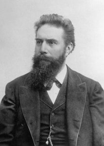 Fig. 1 : Wilhelm Röentgen (1845-1923 ). Source : Wikipédia