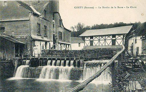 Fig. 5 : Le Moulin de la Barre, Début du 20ème siècle - Source : Scanné par Claude Shoshany [Public domain]. Wikimedia Commons