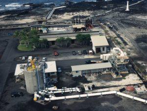Fig. 8 : Vue aérienne de la centrale pilote ETM à cycle ouvert NPPE sur la côte ouest de l'île d'Hawaï; échangeurs de chaleurs et turbine sont situés à l'intérieur du bâtiment en béton maintenu sous vide pour permettre l'ébullition de l'eau de mer de surface – Source photo : Luis Vega