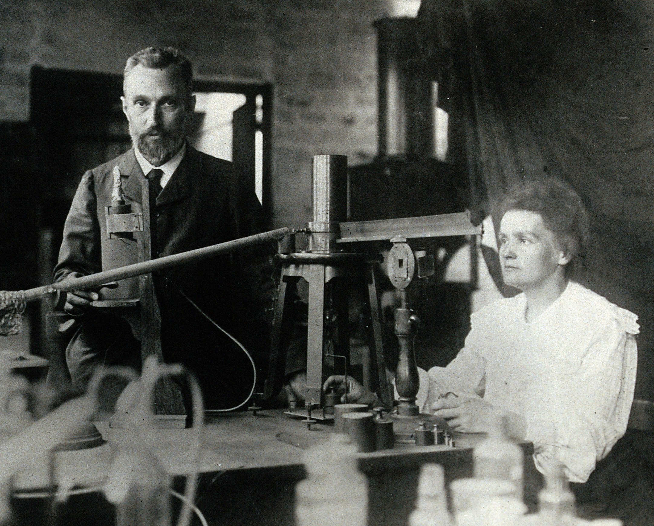 Fig. 1 : Pierre (1859-1906) et Marie (1867-1934) Curie. Source : fr.m.wikipedia.org
