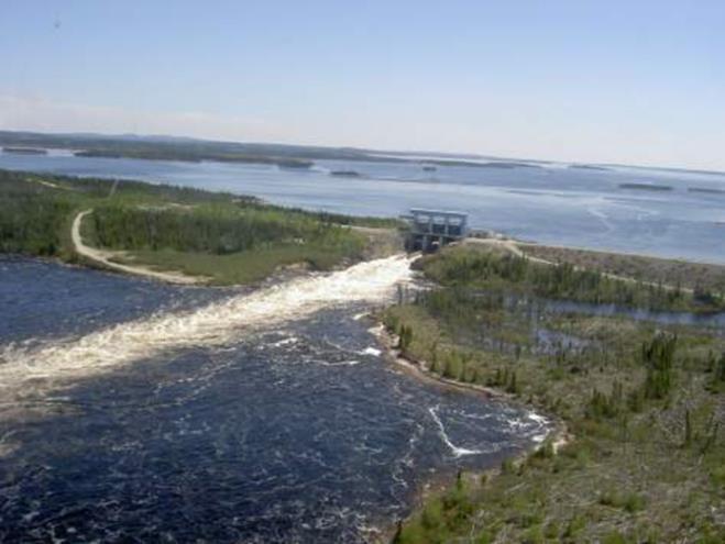 Fig. 11 : Centrale hydroélectrique de La Sarcelle, complexe de la Baie-James: débit turbiné 1 290 m3/s, chute nominale 10,8 m, 3 groupes bulbes de 43 MW chacun.