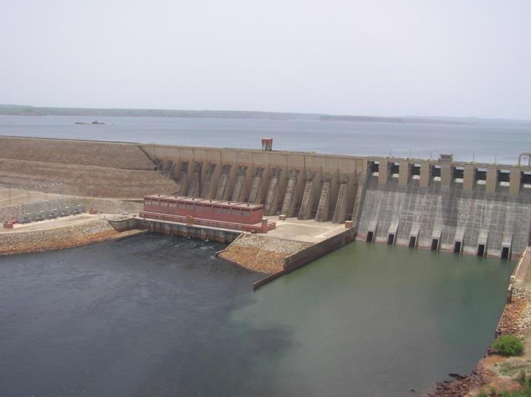 Fig. 13 : Centrale hydroélectrique de Manantali au Mali, 200 MW, 5 groupes Kaplan sous 46 m de chute