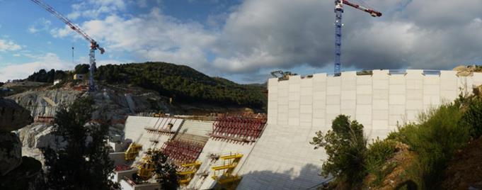 Fig. 4 : Barrage EDF de Rizzanese en Corse, hauteur 40 m, type BCR