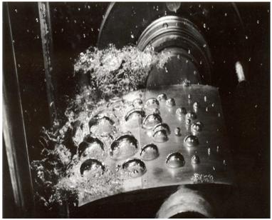 Fig. 2 : Cavitation à bulles sur un profil d'aile