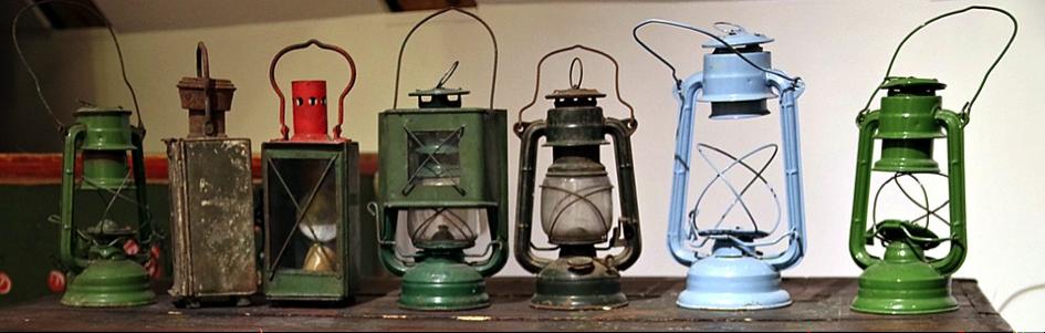 Fig. 3 : Lampes brûlant du kérosène.
