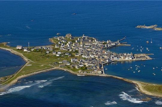 Fig. 1 : Île de Sein (Bretagne, France)