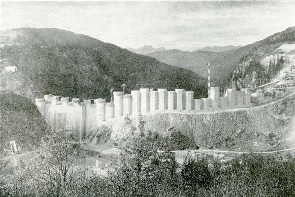 Fig. 1 : Le barrage de Roselend en 1959 - Source : photo Ivanoff