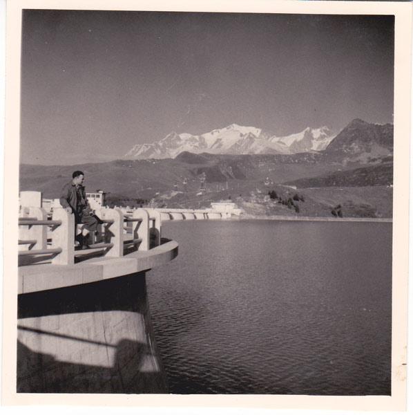Fig. 4 : Léonide Ivanoff, chef d'aménagement de Roselend sur le barrage de la Girotte dans les années 1950 - Source : photo Ivanoff
