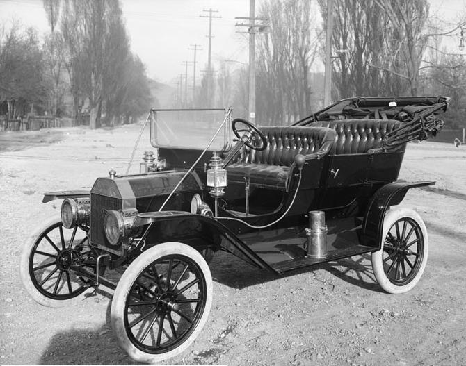 Fig. 5 : Le moteur à combustion interne dans la quatrième transition énergétique. Ici la Ford T, première voiture de grande série, photographiée par Harry Shipler