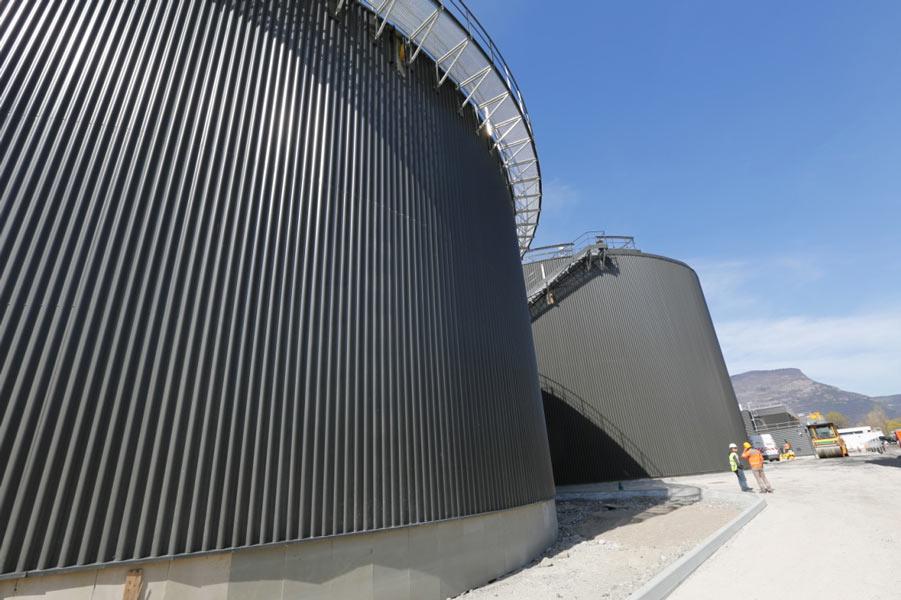 Fig. 19 : Photo des deux digesteurs d'Aquapole de 14 000m3 de capacité - Source : Aquapole
