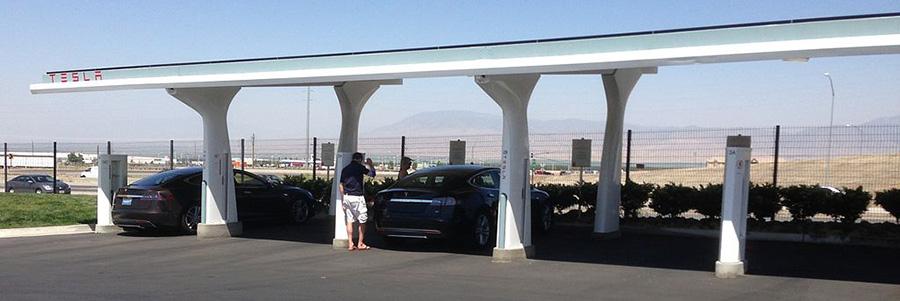Fig. 5 : Station de recharge de batteries de VEL – Source : Wikimedia Commons