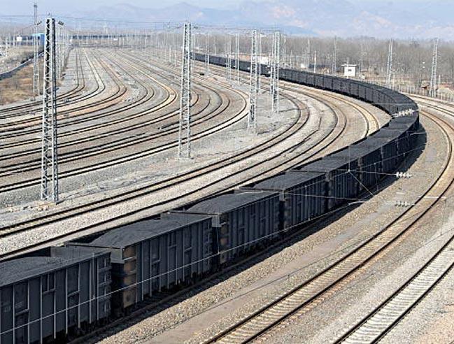 Fig. 8 : Chargement ou déchargement charbonnier sur le port de Qinhuangdao, n°1 mondial