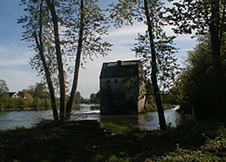 Fig. 7 : Un ancien moulin sur le Cher, en Touraine.