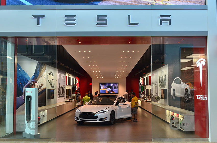 Image 3: Tesla store in Toronto, Canada –