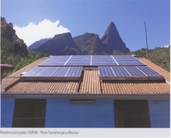 Fig. 9 : Exemples de SHS : « Solar Home Systems » (a)