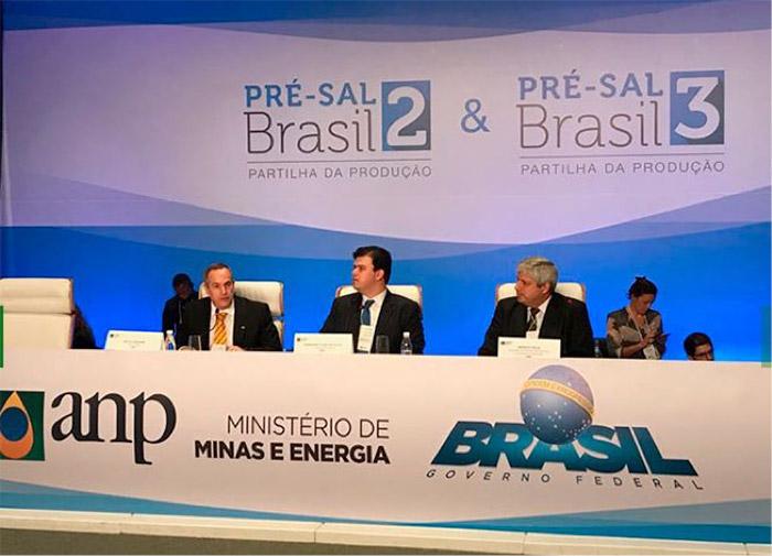 Image 4: Collective interview at the Public Offering Session in Rio de Janeiro, October 2017 - Source: ANP (http://www.anp.gov.br/imagens/category/23-2-e-3-rodadas-de-partilha-de-producao-pre-sal).