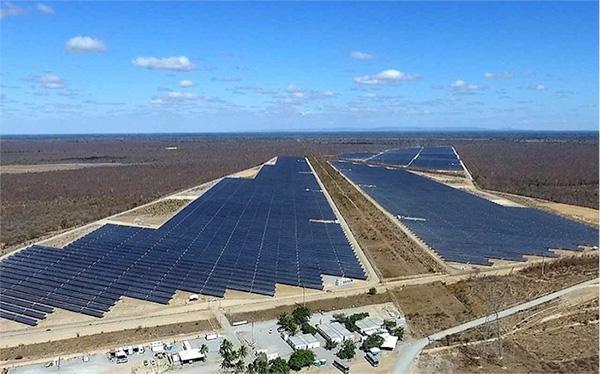 Fig. 10. Usina de geração centralizada fotovoltaica da ENEL em Bom Jesus da Lapa (BA).