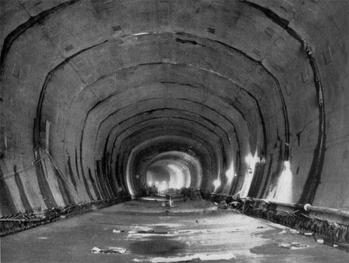 Fig. 16 : Galerie de dérivation avant mise en eau – Source: La Houille Blanche numéro hors-série Génissiat