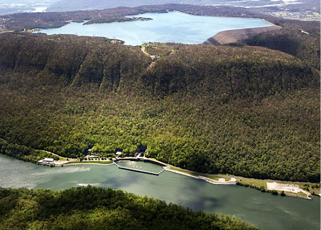 Figure 13 : L'aménagement de pompage-turbinage de Racoon Mountain (USA), d'une puissance installée de 4 x 413 MW. - Source: Voith