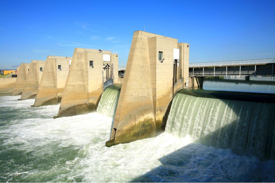 Fig. 15 : Le barrage de Pierre-Bénite. Source CNR.
