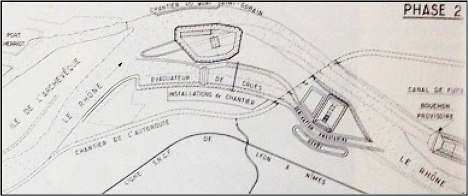 Fig. 4 : Réalisation des travaux du barrage et de l'ensemble écluse-déchargeur-usine. Source: Cazenave P. (1967). L'usine hydroélectrique de Pierre-Bénite, in revue Travaux, octobre 1967.