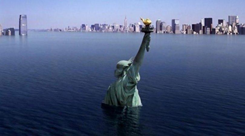 Fig. 1: Augmentation du niveau des océans. - Source : Publicbooks, https://www.publicbooks.org/wp-content/uploads/2017/06/Statue_of_Liberty_Drowns_Capitalotc.com_-e1498158831513-810x450.jpg