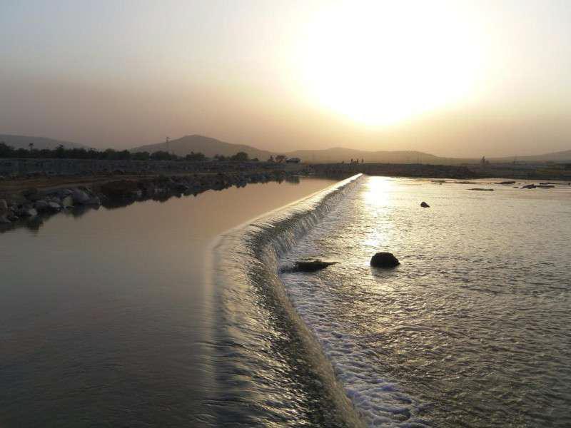 Fig. 3: Vertedero del sistema hidroeléctrico de Félou, en el río Senegal, en Malí, 2 m de alto y 900 m de largo